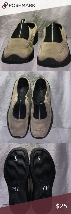 Black Leather Heels, Leather Clogs, Leather Slip Ons, Black Boots, Mary Jane Clogs, Clogs Shoes, Green Suede, Ladies Slips, Comfortable Shoes
