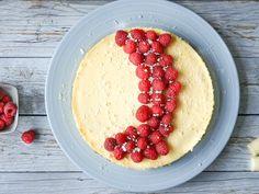 En drøm av en ostekake til den store festen eller en spesiell anledning. Cottage Cheese, Raspberry, Fruit, Store, Desserts, Food, Tailgate Desserts, Deserts, The Fruit