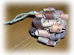 Huosiain. Traditional Finnish craft. A scrubber made from birch bark.   Risulinnun vanha pesä