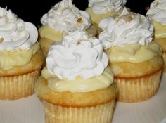 Banana Pudding Cupcakes - This cupcake combines two desserts to make one delectable hand held treat. Banana Pudding Cupcakes, Yummy Cupcakes, Filled Cupcakes, Bannana Pudding, Twix Cupcakes, Oatmeal Cupcakes, Fancy Cupcakes, White Cupcakes, Pudding Cake