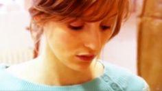 """Neste episódio do programa """"Voz"""" escutamos o poema de David Mourão-Ferreira dito pela atriz Beatriz Batarda. Um encontro com a poesia para ver, ouvir e ler aqui. - See more at: http://ensina.rtp.pt/artigo/e-por-vezes-de-david-mourao-ferreira/#sthash.uSVjAYx3.dpuf"""