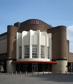Leicester Athena – List of Art Deco architecture – Wikipedia Leicester Athena – Liste der Art-Deco-Architektur – Wikipedia Casa Art Deco, Art Deco Stil, Art Deco Home, Art Deco Era, Cinema Architecture, Vintage Architecture, Amazing Architecture, Monumental Architecture, Architecture Drawings