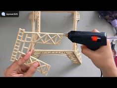 DIY Torre Eiffel decorativa   ElianayCabral - YouTube Popsicle Stick Crafts House, Popsicle Sticks, Craft Stick Crafts, Diy And Crafts, Paper Crafts, Eiffel Tower Craft, Diy Wedding Ring, Cumpleaños Lady Bug, Origami Paper Art