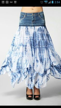 Sewing Skirts Would love to try to make something like this from an old pair of jeans or skirt. Diy Clothing, Sewing Clothes, Estilo Jeans, Diy Vetement, Denim Ideas, Make Your Own Clothes, Denim Crafts, Recycled Denim, Altering Clothes