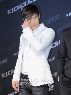 Lee Byung Hun, The Seven, Asian Actors, Korean Drama, Kdrama, Netflix, Sunshine, People, Cute Boys