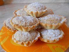 Diós kosárka recept Hungarian Desserts, Hungarian Recipes, Poppy Cake, Mini Tart, Food Cakes, Winter Food, Holiday Recipes, Cookie Recipes, Food And Drink
