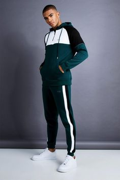 Top Tips, Tricks, And Techniques For The Perfect mens fashion Skinny Guys, Skinny Fit, Full Tracksuit, Mens Tracksuit, Sport Fashion, Mens Fashion, Track Suit Men, Body Building Men, Sport Chic