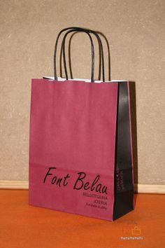 Bolsas de papel personalizadas con asa de cartón.
