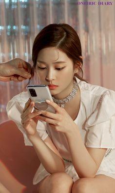 Kpop Girl Groups, Korean Girl Groups, Kpop Girls, Singer Fashion, Photoshoot Pics, Japanese Girl Group, Kim Min, Jennie Blackpink, Chuu Loona
