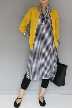 Gingham shirt dress, yellow cardigan and leggings Quirky Fashion, Look Fashion, Hijab Fashion, Fashion Outfits, Womens Fashion, Fashion Ideas, Dress Over Pants, Shirt Dress, Mode Outfits