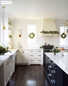 Christmas Home Tour - Elegant kitchen with mixed metallics and holiday greenery create a sophisticated Holiday theme #christmas #christmasdecor #christmaskitchen #christmaswreath #christmasdecorating