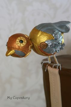 Steampunk bird from silk ornaments? Steampunk Bird, Steampunk Design, Steampunk Wedding, Steampunk Costume, Victorian Steampunk, Steampunk Clothing, Steampunk Fashion, Gothic, Beautiful Cakes