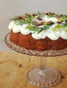 Lily from Lily Vanilli runs an exclusive cake and cocktail private members club and a bakery in East London. Christmas Desserts, Christmas Baking, Christmas Tea, Christmas Recipes, Christmas 2019, Traybake Cake, Cake Tins, Coffee Cake, No Bake Cake