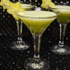 The Kimmy Cocktail     * 1  star fruit (washed and sliced)     * 1  kiwi (peeled and chopped)     * 2 oz midori liqueur     * 3 oz light rum     * 6 oz pineapple juice     * 1 cup ice