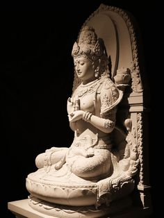The Great Mother of Dharmakaya, Prajnaparamita, source of all buddhas and dakinis Buddha Sculpture, Sculpture Art, Asian Sculptures, Mahayana Buddhism, Indonesian Art, Tibetan Art, Hindu Art, Buddhist Art, Ancient Artifacts