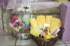 Baby shower prizes for games gift ideas diaper raffle 54 Ideas Baby Shower Cupcakes, Baby Shower Favors, Baby Shower Themes, Shower Ideas, Baby Shower Diapers, Baby Shower Cards, Baby Shower Centerpieces, Baby Shower Decorations, Bridal Shower Prizes
