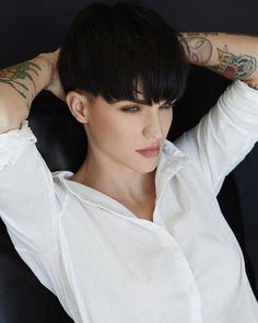 Trendy Bowl Haircuts to Try Right now – Fashion Trends Pixie Hairstyles, Pixie Haircut, Cool Hairstyles, Mushroom Haircut, Ruby Rose Hair, Rubin Rose, Short Hair Cuts, Short Hair Styles, Short Brunette Hair