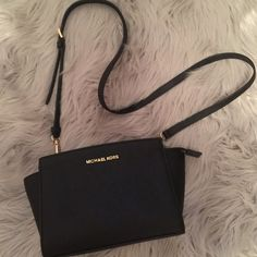♥️ Michael Kors ♥️#michaelkors - Sale! Up to 75% OFF! Shop at Stylizio for women's and men's designer handbags, luxury sunglasses, watches, jewelry, purses, wallets, clothes, underwear