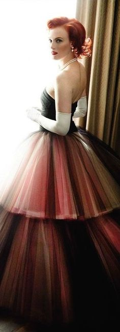 age of elegance Vogue Uk, Vogue Fashion, High Fashion, Coral Fashion, Mario Testino, Dress Me Up, Fancy Dress, Pretty Quinceanera Dresses, Fantasy Gowns