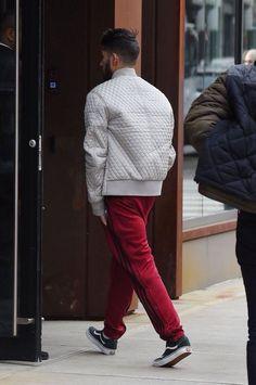 Zayn arriving at his apartment on December 2017 in New York City. Estilo Zayn Malik, Zayn Malik Style, Zayn Malik Photos, High Fashion, Winter Fashion, Mens Fashion, Gigi Hadid And Zayn, Zayn Mallik, Model Face