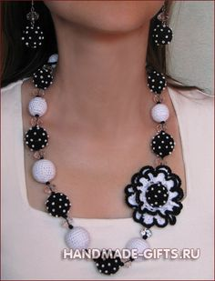 1 2 3 The earrings are crocheted accessories increasingly trendy, this circle model is realized in less than an hour and with very little cotton thread. Needed: – Cotton thread n ° 5 – …