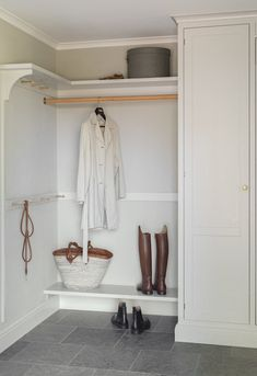 Office Cupboards, Dining Room Furniture Design, Basement Fireplace, Hallway Storage, The Doors, World Of Interiors, Classic Interior, Elle Decor, Home Remodeling