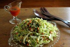 Pour les amateurs de salade de chou et de cuisine asiatique... La vinaigrette est HALLUCINANTE! :) Raw Food Recipes, Cooking Recipes, Healthy Recipes, Salad Dressing Recipes, Salad Recipes, Salad Dressings, Cabbage Salad, Lunch Meal Prep, Healthy Salads