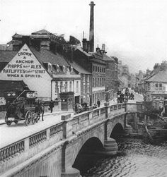 The bridge over the River Nene at Northampton. No date but looks later 19th early 20th century.