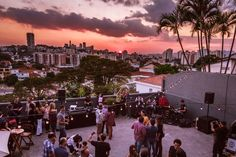 The 10 best rooftop in Sao Paulo Trinidad, Gq, Vale Do Anhangabaú, Sao Paulo Brazil, Best Rooftop Bars, South America Travel, Architecture Art, Life Hacks, Dolores Park