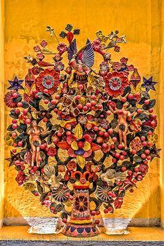 Es una escultura en barro fabricada comúnmente de forma artesanal en el centro de México, principalmente en el municipio de Metepec, Estado de México.