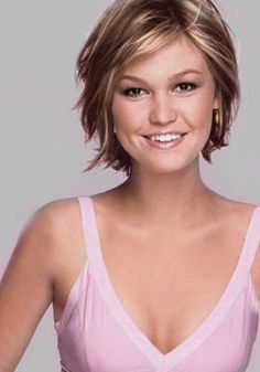 Short, layered bob. Great growing-out cut! (Julia Stiles) i like the light brown with blonde highlights!