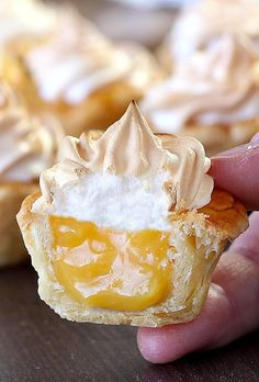Lemon Meringue Pie Bites - Sugar Apron All the flavors of Homemade Lemon Meringue Pie packed into perfect portable dessert for any occasion or season. – Best Ever Lemon Meringue Pie Bites. Mini Lemon Meringue Pies, Lemon Meringue Cheesecake, Lemon Meringue Cookies, Meringue Desserts, Shortbread Cookies, Mini Desserts, Dessert Recipes, Lemon Desserts, Mini Pie Crust