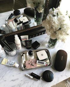 "810 Likes, 14 Comments - ✨Skincare Diaries✨ (@skincarediaries_) on Instagram: ""Happy makeup Monday!! @jisunviljoen"""