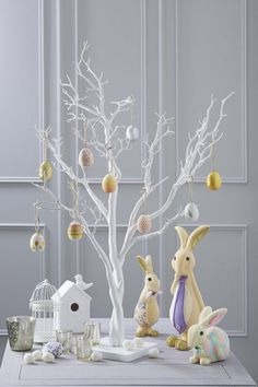 Celebrate the joy of this season along with nature with some adorable Easter tree decoration ideas. Don't Know How To Make An Easter Tree Browse 50 Beautiful Eater Decoration Ideas. Easter will marks the beginning of spring for many of us. Spring Crafts, Holiday Crafts, White Twig Tree, Diy Osterschmuck, Easter Tree Decorations, Decoration Crafts, Egg Tree, Tree Tree, Diy Ostern