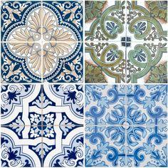 Zeer stevig behang met print van gedetailleerde Portugese tegeltjes in…
