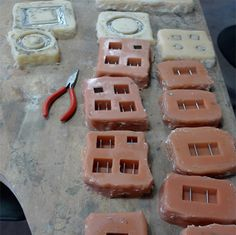 Set and Vent Collection Process Concrete Crafts, Concrete Projects, Jewelry Tools, Jewelry Trends, Cement Jewelry, Weird Jewelry, Jewelry Making Tutorials, Mold Making, Diy Crafts To Sell