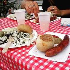 """""""Den Sprøde Bar"""" alt er øko, det smager sundt og støtter den lokale fødevareproduktion. Godt initiativ, god stemning og en fryd for smagsløgene! #økologi #lækkerier #DenSprødeBar #Falen6 #thisisodense #mitaftryk #restaurantdaydk #odensefødevarefællesskab #odense  @odensefoedevarefaellesskab"""