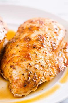 Healthy and juicy Baked Chicken Breast in the oven with 5 minutes of prep. This simple chicken breast recipe will become your go-to! Oven Grilled Chicken, Juicy Baked Chicken, Easy Roast Chicken, Roasted Chicken Breast, Baked Chicken Recipes, Chicken Meals, Oven Chicken, Boneless Chicken, Oven Recipes