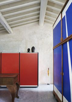 "madabout-interior-design: ""Roberto Baciocchi's home in Arezzo. Architect Roberto Baciocchi -well-known as Prada stores designer - lives in a beautifull historic house in Arezzo. He didn't want to. Piet Mondrian, Grey Interior Doors, Interior And Exterior, Interiors Magazine, Gio Ponti, Interiores Design, House Colors, Interior Inspiration, Interior Architecture"