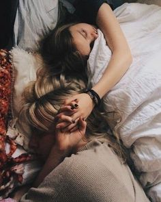 How to find bisexualgirl? Best Bisexual dating site in the world. Cute Lesbian Couples, Lesbian Love, Cute Couples Goals, Couple Goals, Gay Aesthetic, Couple Aesthetic, Relationship Goals Pictures, Cute Relationships, Want A Girlfriend