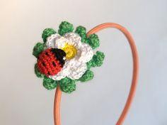 Diadema con mariquita en margarita / Headband with a ladybird on a daisy flower by SILAYAYA - Artesanio