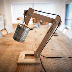 Modell Boden Metal eine Desktop-einfache, aber stilvolle Lampe komplett von hand gefertigt, unter Verwendung der maximalen recycelten Materialien und vollständig anpassbar. INFO: Aus einer recycelten Tomaten-Dose, der gesamte Prozess ist handgefertigt, Beteiligungs-und. Der Körper wird in Iroko Holz, einem harten und schwierigen Holz hergestellt. Sie müssen mehrere Optionen für die Endbearbeitung nach Ihrem Geschmack, vergessen Sie nicht, Ihre Option auswählen: 1: natürliche: ist die…