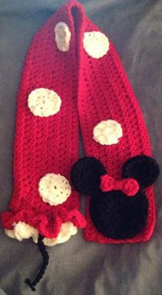 Baby Minnie Mouse Scarf via Craftsy Yarn Projects, Knitting Projects, Crochet Projects, Baby Girl Crochet, Crochet For Kids, Crochet Scarves, Knit Crochet, Crochet Disney, Minnie Mouse