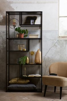 5 Ways to Make Your Home Look Bigger - Love Chic Living Interior Design Living Room Warm, Living Room Modern, Home And Living, Decor Room, Diy Home Decor, Metal Shelving Units, Living Room Inspiration, Home Accessories, Bookcase
