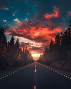 Dreamlike and Moody Landscape Photography by Zach Doehler Stunning moody landsca. , photography landscape Dreamlike and Moody Landscape Photography by Zach Doehler Stunning moody landsca. Landscape Pictures, Nature Pictures, Beautiful Pictures, Amazing Photos, Sunrise Pictures, Life Pictures, Beautiful Sunset, Abstract Landscape, Landscape Paintings