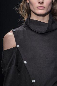 Cold shoulder top with button detail, close up fashion details // Ter Et Bantine A/W 2015