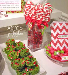 Image from http://amyspartyideas.com/wp-content/uploads/2012/06/Christmas-Party-Ideas-Desserts3.jpg.