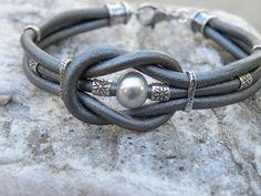 Liefde knoop zilver grijs leder en Pearl Sterling door TANGRA2009
