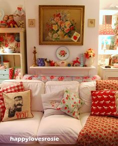 Shabby Chic Furniture In a family room, try to arrange your furniture into centers. Red Cottage, Cottage Chic, Cottage Style, Shabby Chic Furniture, Shabby Chic Decor, Handmade Furniture, Modern Furniture, Furniture Design, Granny Chic Decor