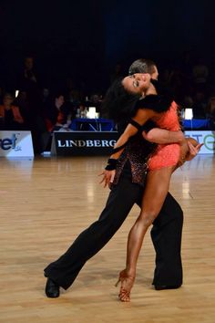 Always unusual and fun look on the dancefloor Ballroom Dancing, Ballroom Dress, Shall We Dance, Just Dance, Dance Photos, Dance Pictures, Bailar Swing, Salsa Dress, Sport